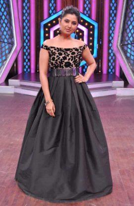Prajakta-hostess-of-Sony-marathi-series
